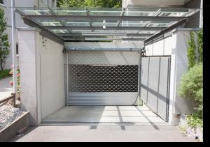 Assistência a portões automáticos com grades