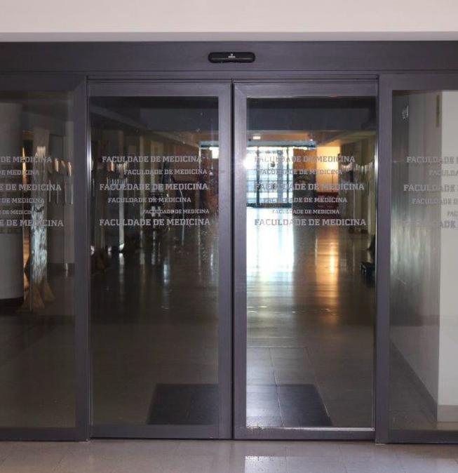 Manutenção de portas rápidas, corta-fogo, automáticas de vidro e hospitalares
