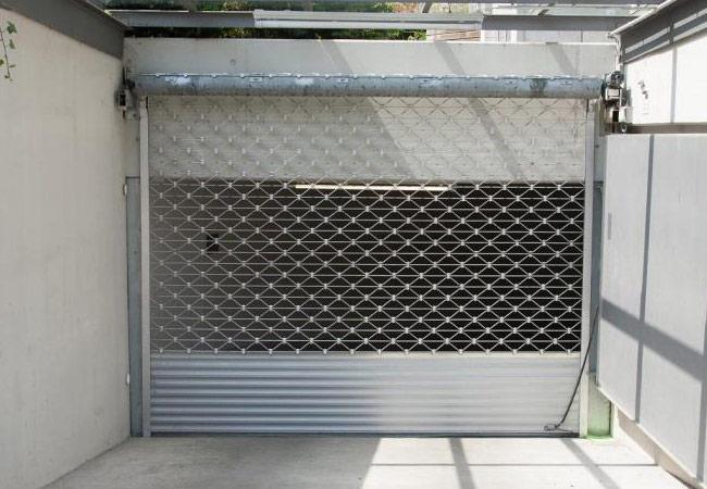 Assistência técnica a grades de segurança lagartas e de enrolar, manuais e elétricas