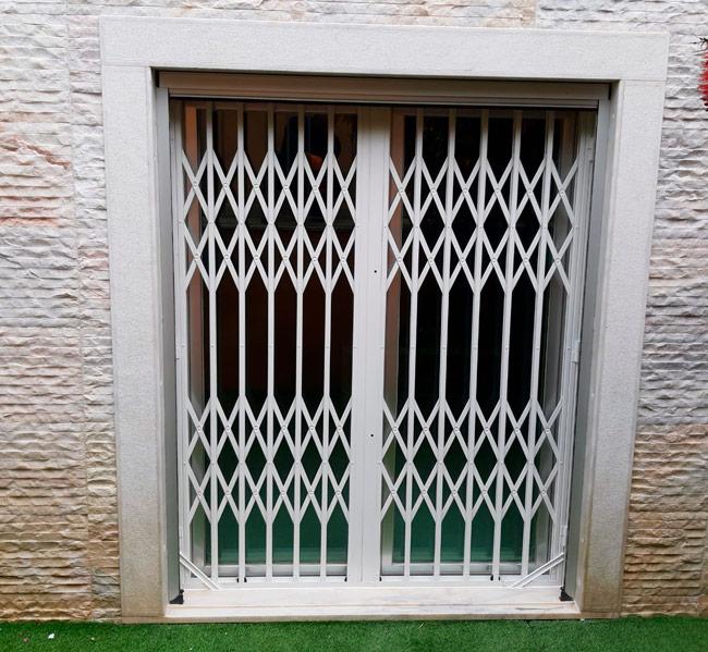 Grades de lagarta para janelas, marquises e varandas