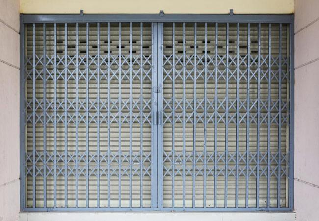 Manutenção de grades de segurança lagartas e de enrolar, manuais e elétricas