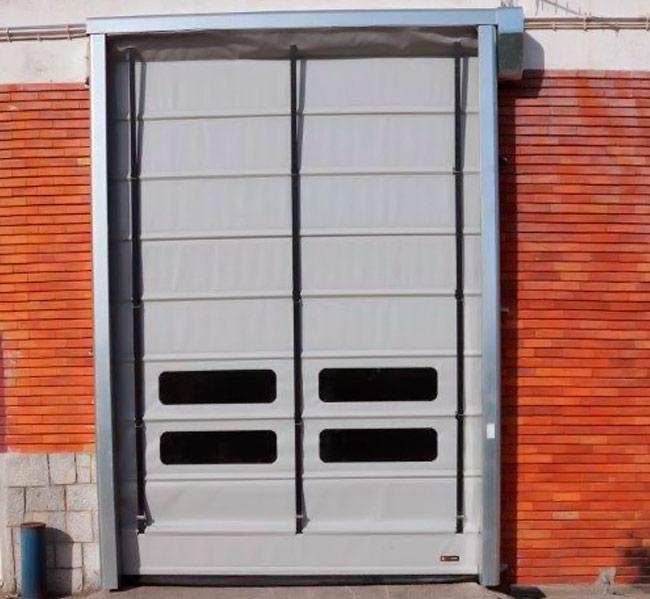 Assistência técnica a acessórios para portas industriais